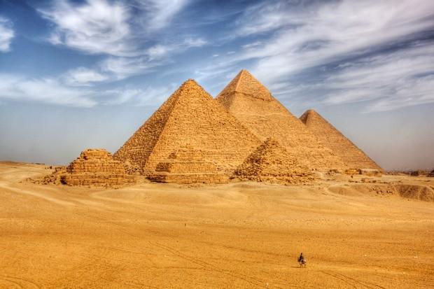 Where are the Pyramids of Giza?