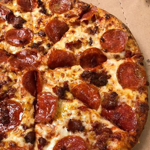 Which of these is the correct Domino's Pizza logo?